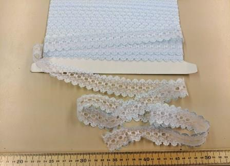 5 METRES for £1.49 BEAUTIFUL LACE   in   WHITE or CREAM